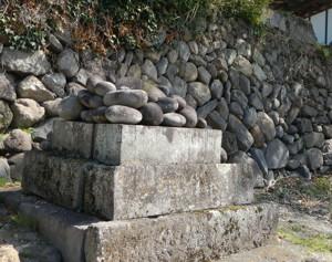 丸石神(甲斐市亀沢)